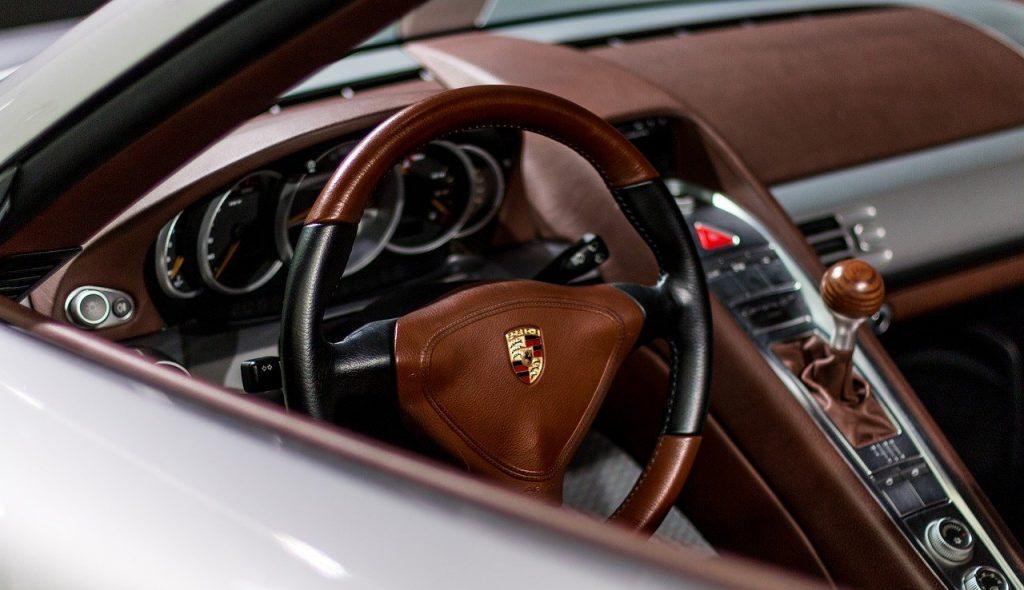 Intérieur d'une porsche voiture de luxe