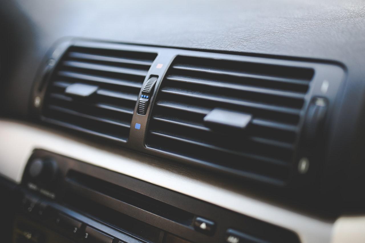 Bouche d'aération dans une voiture, climatisation air conditionné
